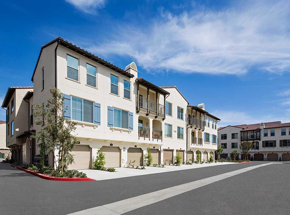 Luxury Camarillo Apartments At Amli Spanish Hills Apartments Looking For Apartments Apartments For Rent Camarillo