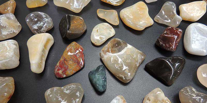 how to identify crystals at the beach