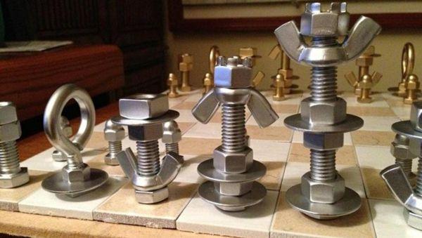 Originelle Diy Schachfiguren Aus Schrauben Muttern Und Bolzen Schachfiguren Schach Coole Bastelideen