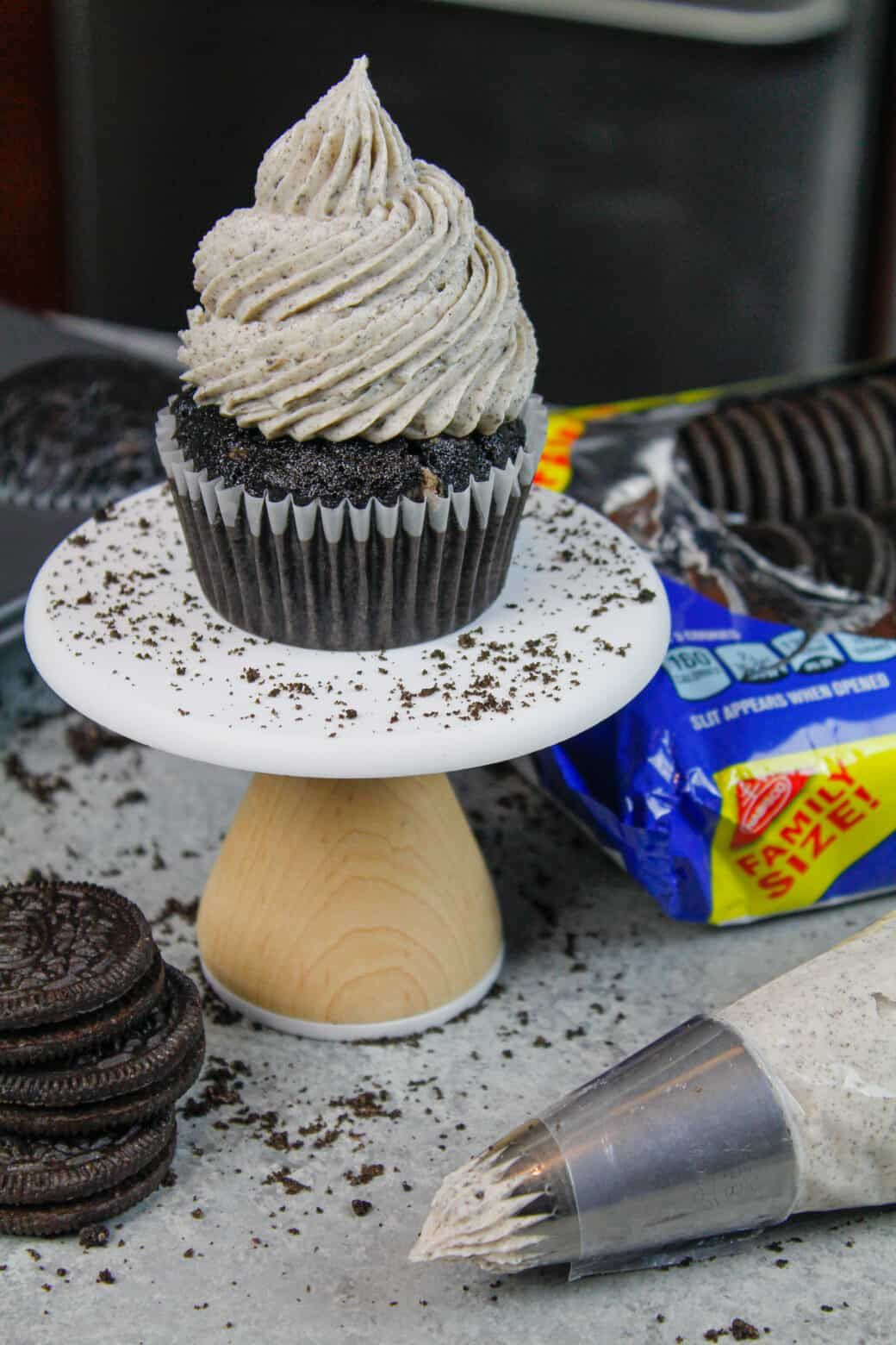 Oreo Cupcakes: Moist Chocolate Cupcakes Topped with Oreo Frosting