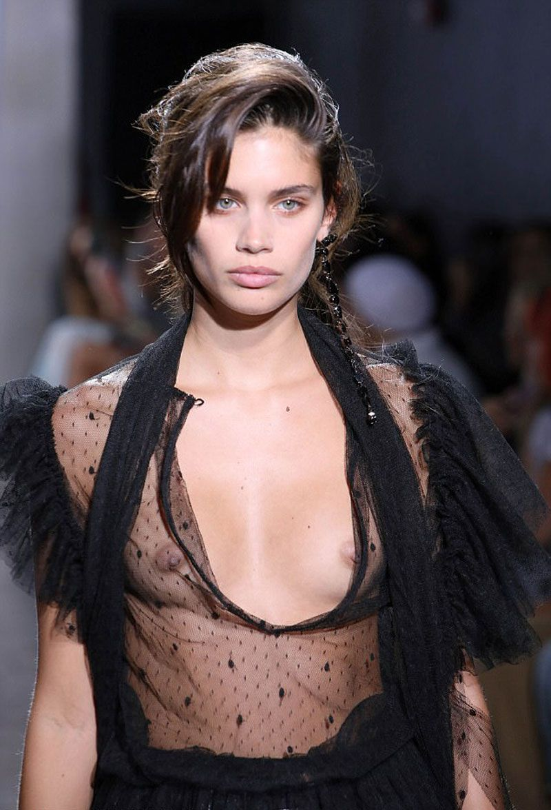 Sara Sampaio No Bra In Lacy Black Top On The Runway On