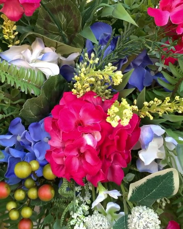 Learn to make designer wreaths using the Southern Charm Wreaths signature system! You�ll be able to source materials, produce a quality construction, and coordinate colors and flowers for a winning combination! It�s time to do something you love!
