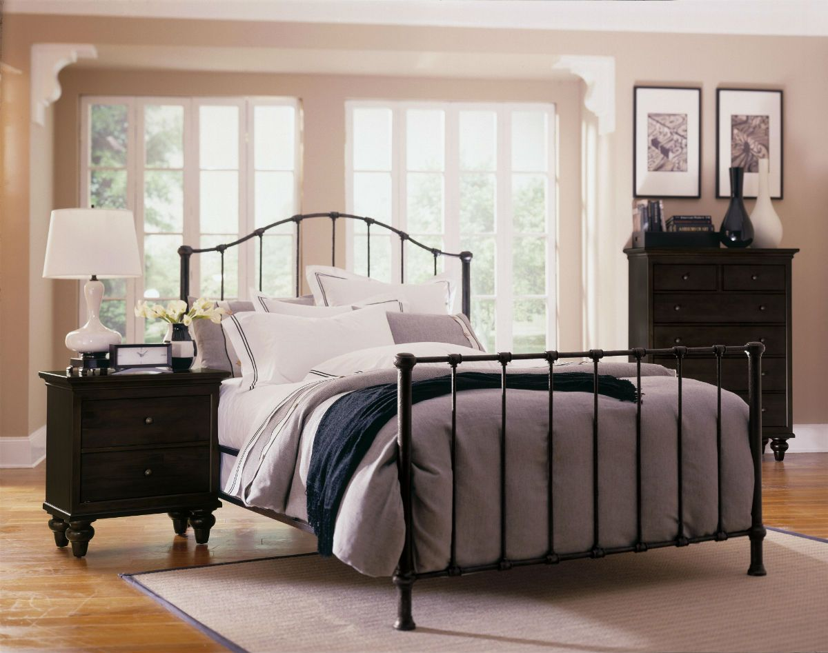 Wrought iron bedroom sets home design for Wrought iron and wood bedroom sets