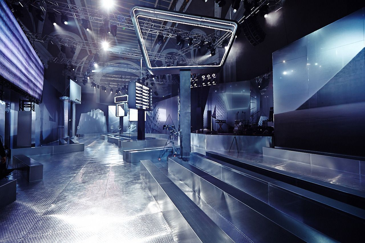 Http Blog Bureaubetak Com Post 78436720050 H M Studio Rtw Fw14 Wednesday February 26th Fashion Photography Poses Bureau Betak Design