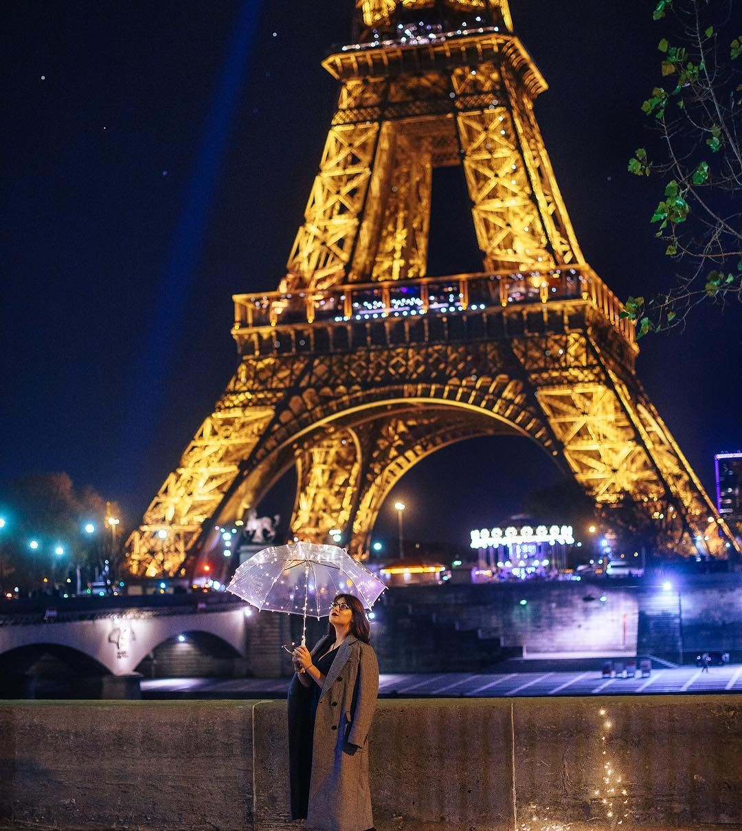 Night Eiffel Tower And Girl In Paris Photosession At Trocadero At Night Eiffel Tower Eiffel Tower At Night Paris Photos