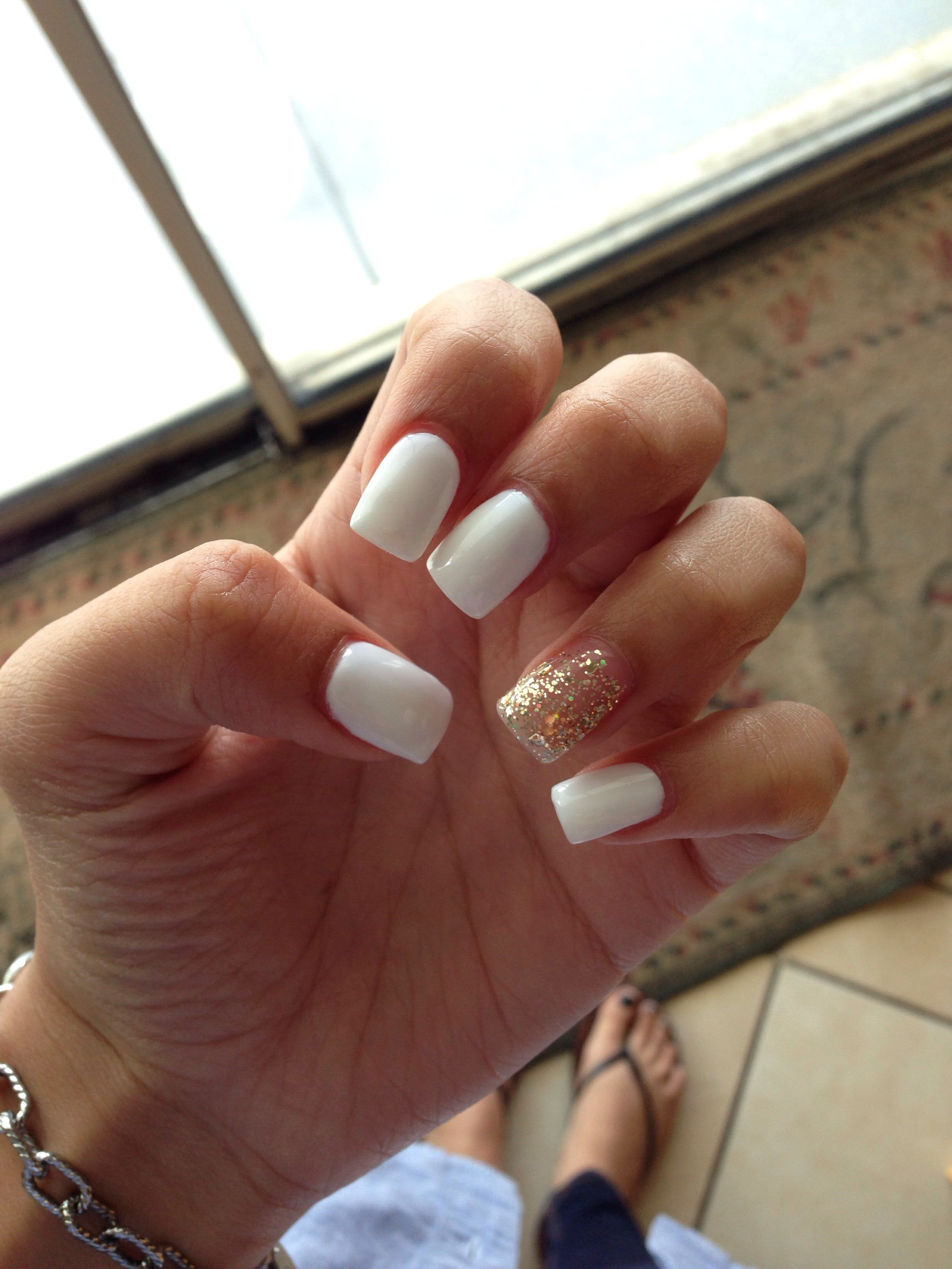 White Nails With Gold Glitter Accent Nail White Gold Acrylics White Acrylic Nails With Glitter Short Square Acrylic Nails Pretty Acrylic Nails