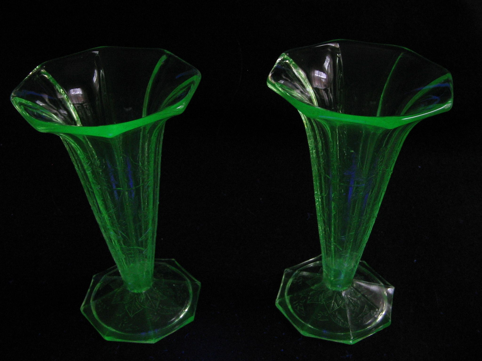 Pair depression glass vases floral pattern by jeannette glass pair depression glass vases floral pattern by jeannette glass reviewsmspy