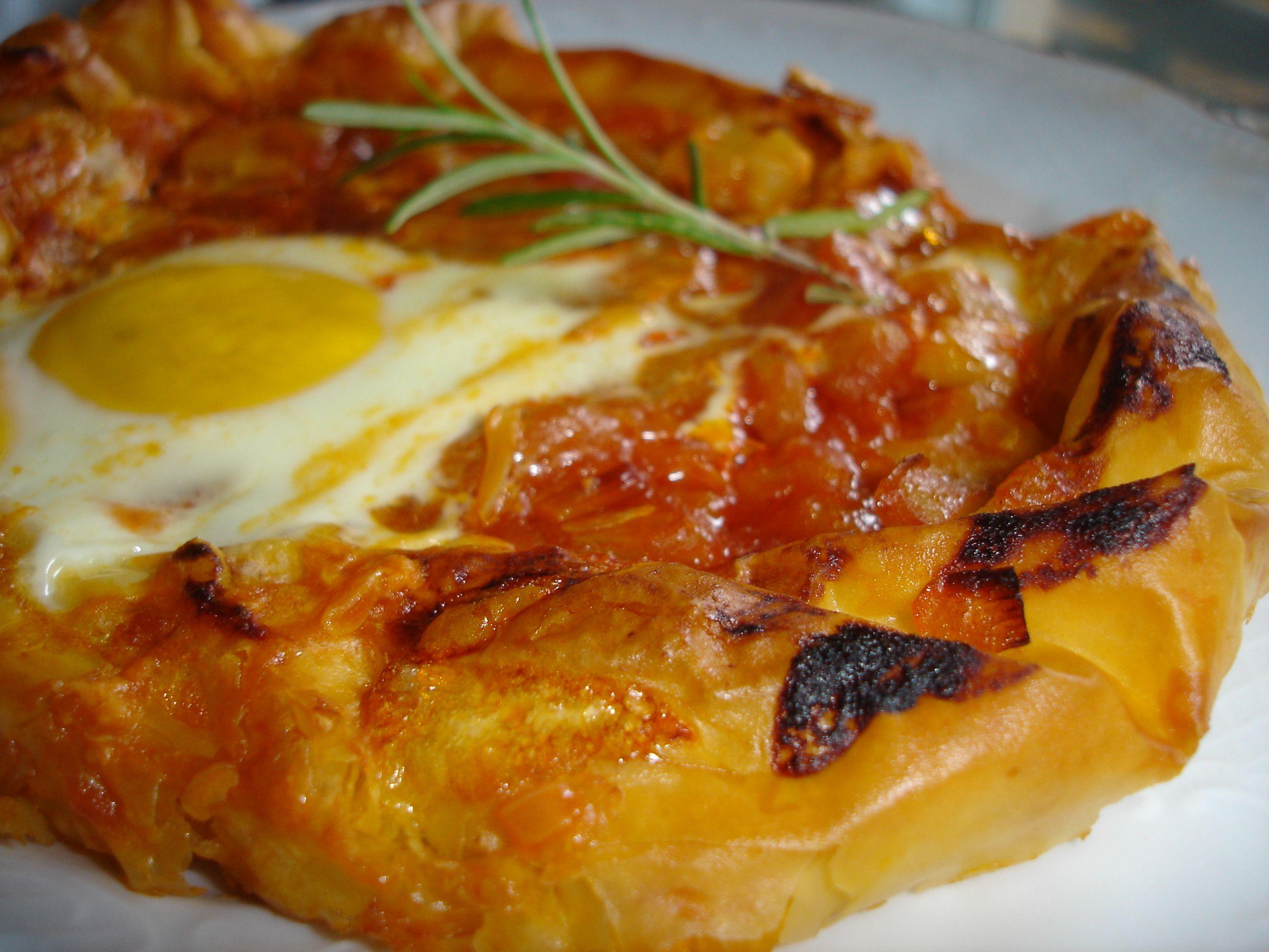 Esta receta de pasta filo rellena de pisto y huevo al - Que hacer con la pasta filo ...