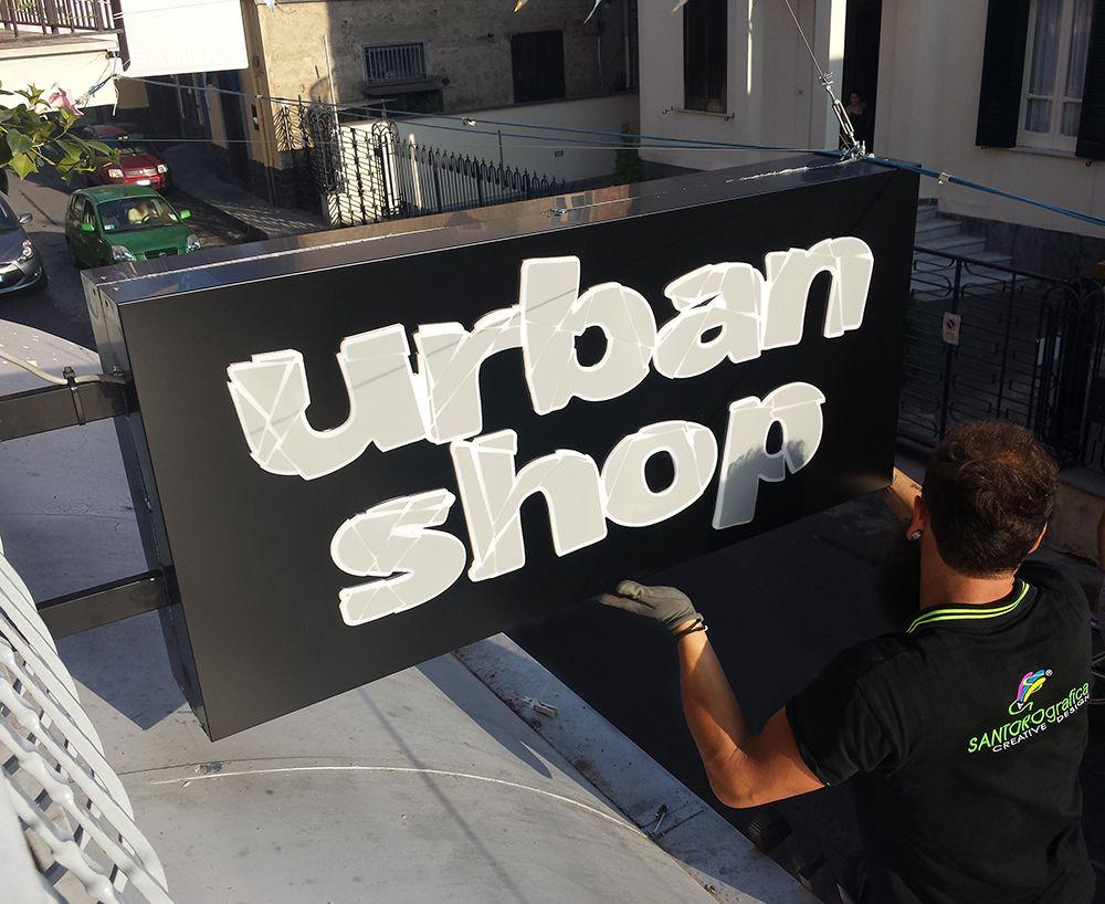 Insegna luminosa a bandiera (bifacciale) con lettere a rilievo. Per Urban Shop. http://www.santorografica.com/insegne.php