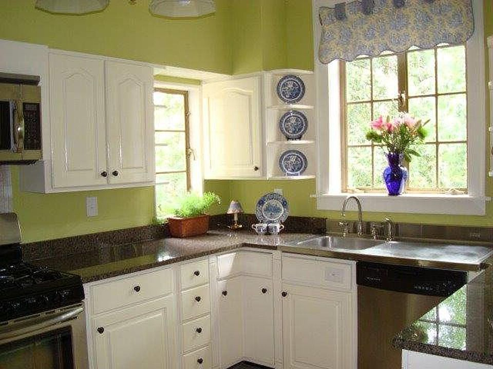Kitchen in house on Ingleside that I loved.