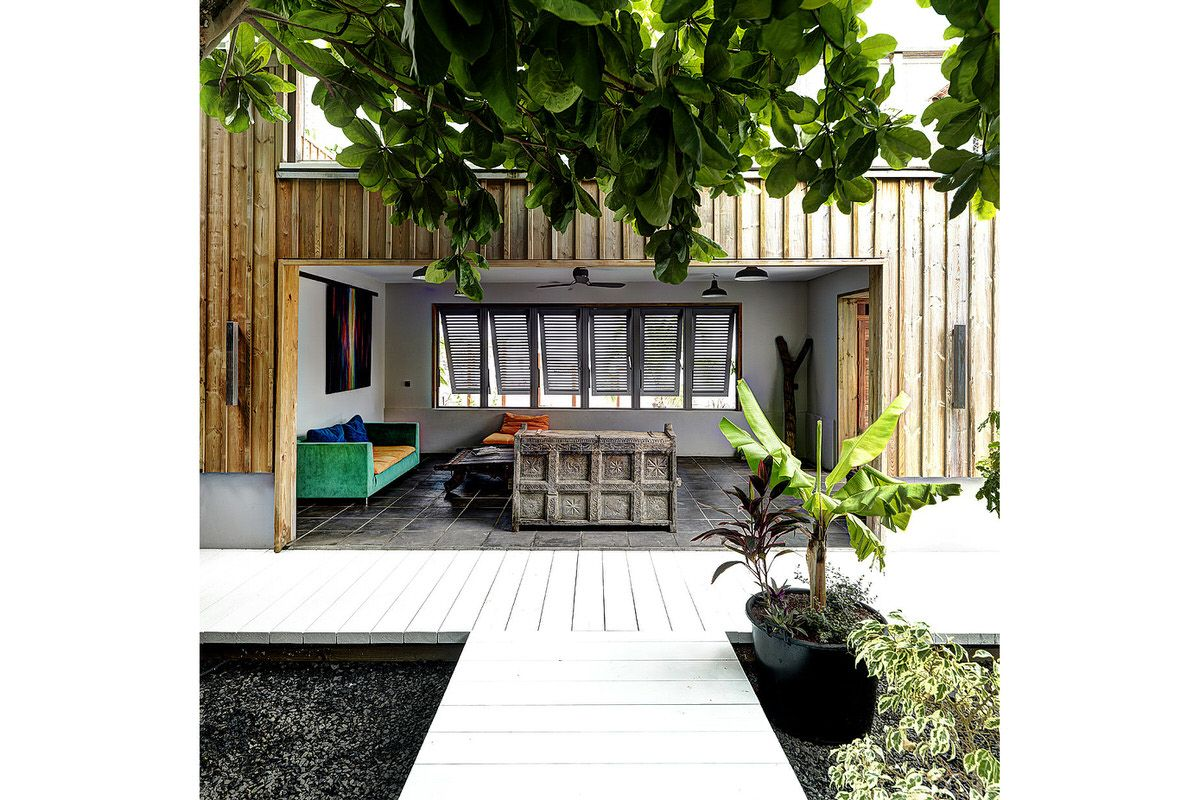 Ho hio hen house by olivier compere outdoor room