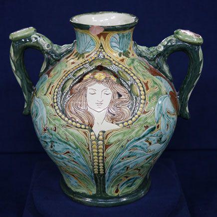 Arts and crafts movement pottery 1900 della robbia arts for Arts and crafts vases pottery