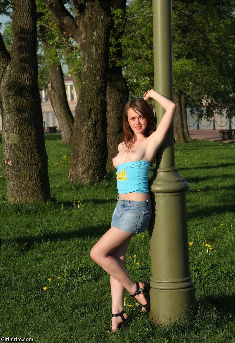 Скрытая камера поднять юбку