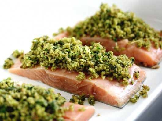 Ovnstegt laks med sprød urtetopping | foodfanatics opskrifter | Food | Pinterest | Mad, Food ...