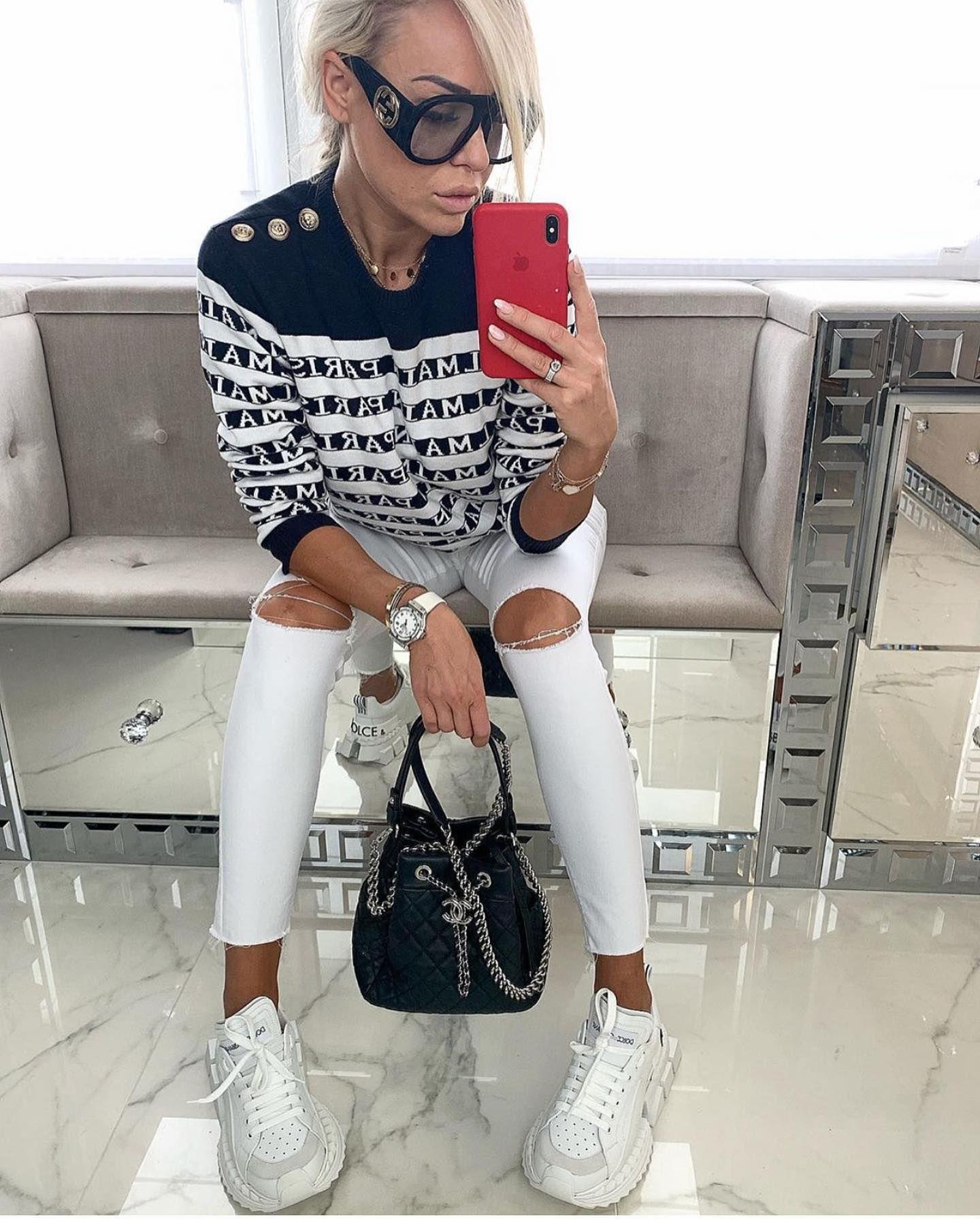 Piekna Ania W Niebanalny Sposob Polaczyla Sportowy Styl Z Elegancja Link Do Butow Dolcegabbana Znajdziecie W Bio Luksus Luksu Fashion Pants White Jeans