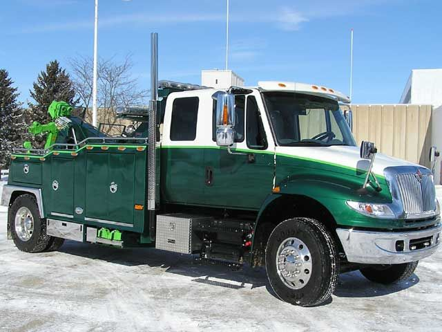 international 4400 looks like an o hare truck from wrecked big rigs. Black Bedroom Furniture Sets. Home Design Ideas