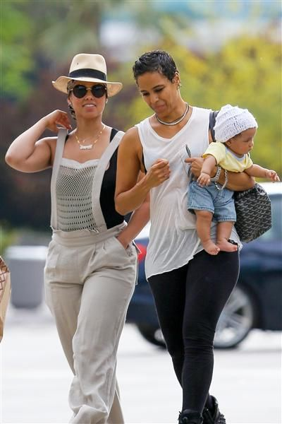 Alicia Keys Mother In Law Carried The Singer S Son Genesis Dean