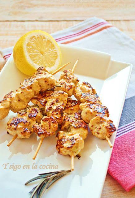 Y Sigo En La Cocina Brochetas De Pollo Con Mostaza A La Antigua Y Miel Brochetas De Pollo Recetas De Comida Recetas Deliciosas