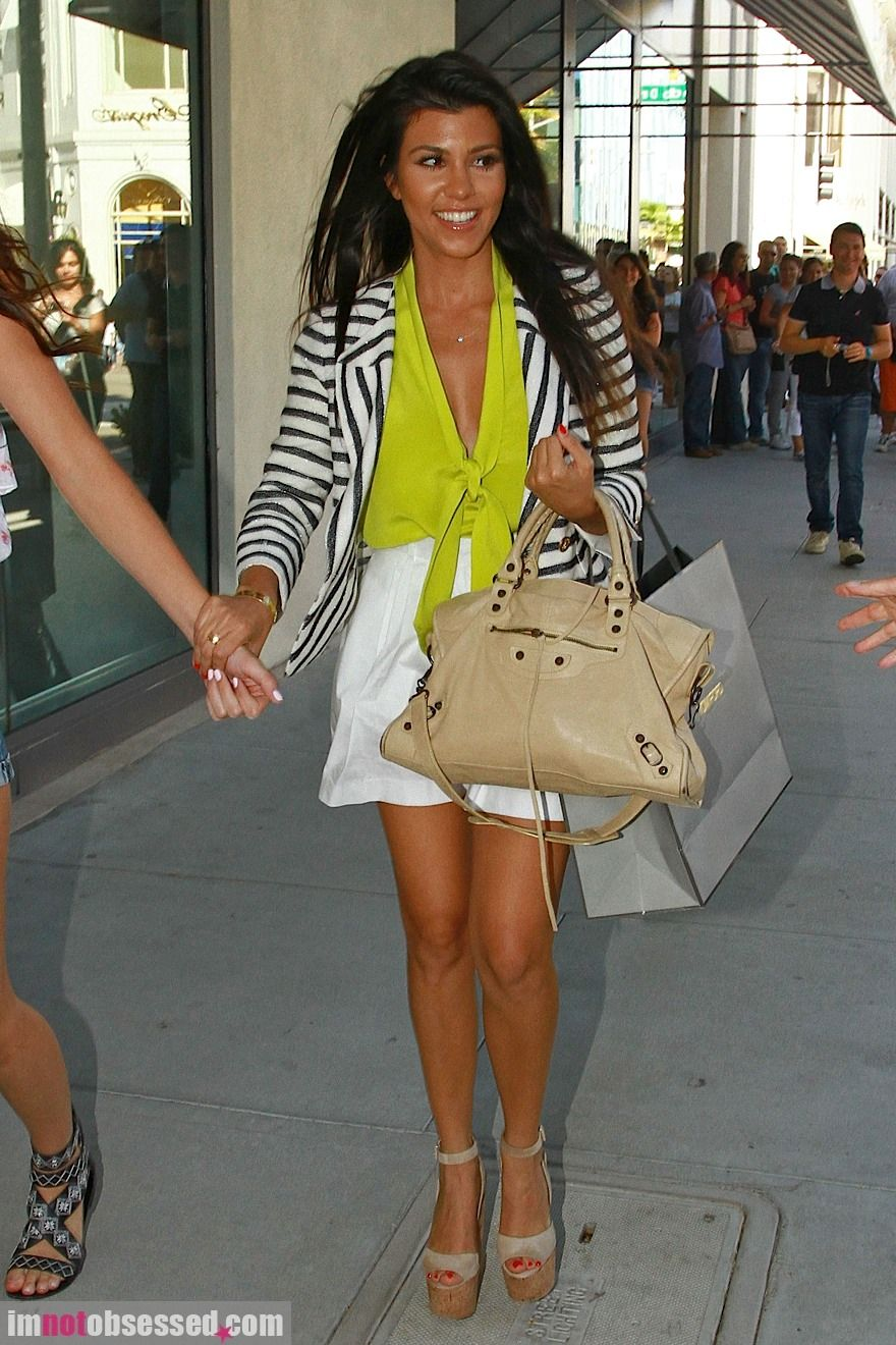 cc7b8f87ac4 Kourtney has the best style of the Kardashian s for sure. Perfect for a  young mommy