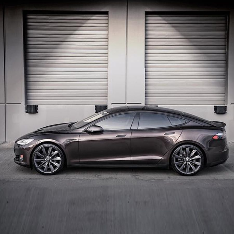 The Tesla Model S P85 has supercarlike performance that