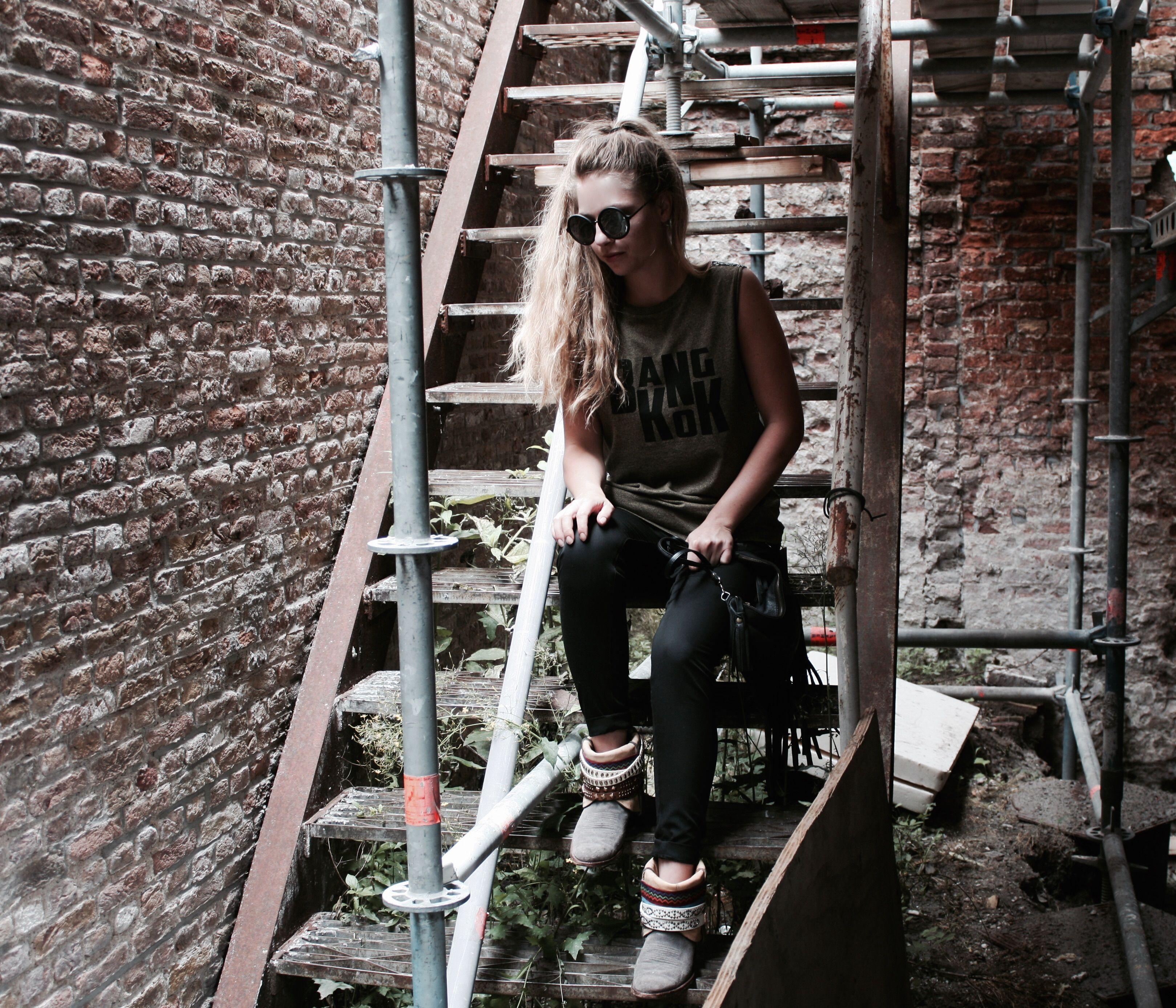 BangKok double top van ByDanie, Suit pants van Coster Copenhagen, BillyBoots en Rockin'items-Clutchbag  www.rockinitems.com