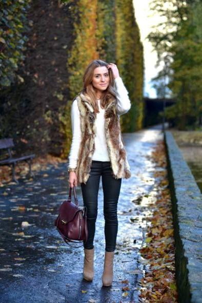 tenue-femme-2014-automne-gilet-fourrure-bloue-blanche-sac-main-bordeaux Plus b266ec4e6ba1