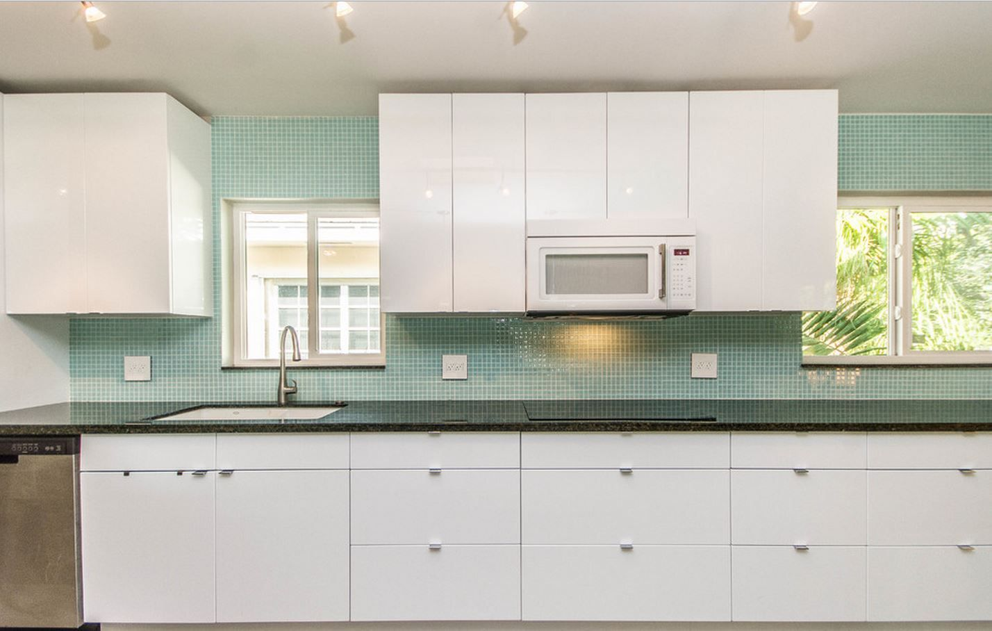 This kitchen was designed by Habify and features Berenson Bravo ...
