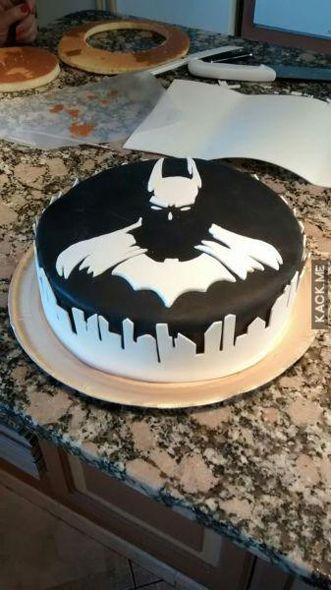 Pastel con el dibujo de Batman