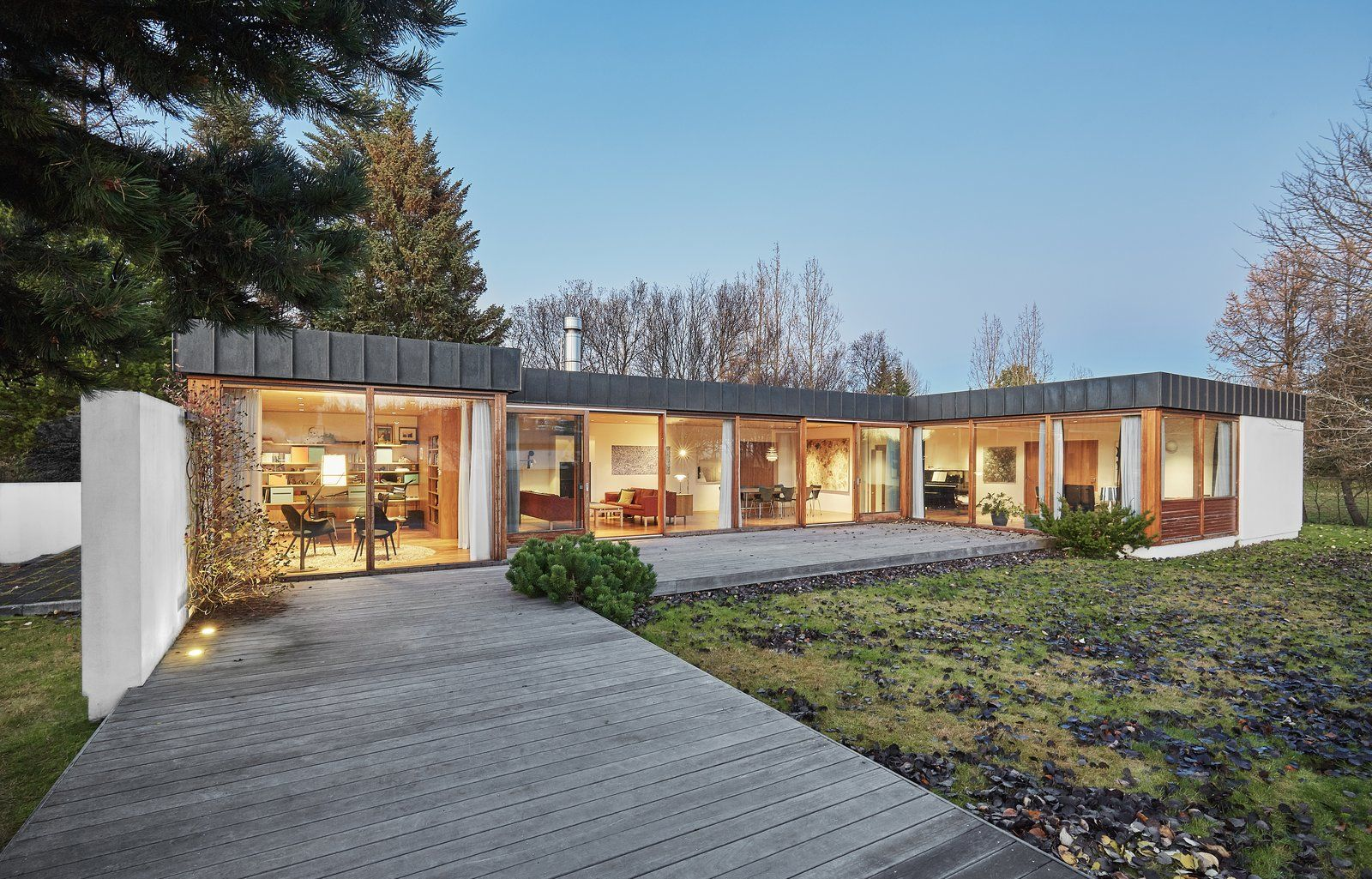 Best Photo 1 Of 13 In A Historic Icelandic Midcentury Gets An 640 x 480
