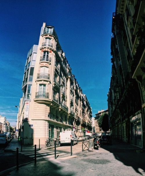 cladelcroix:Building Paris France  #architecture...