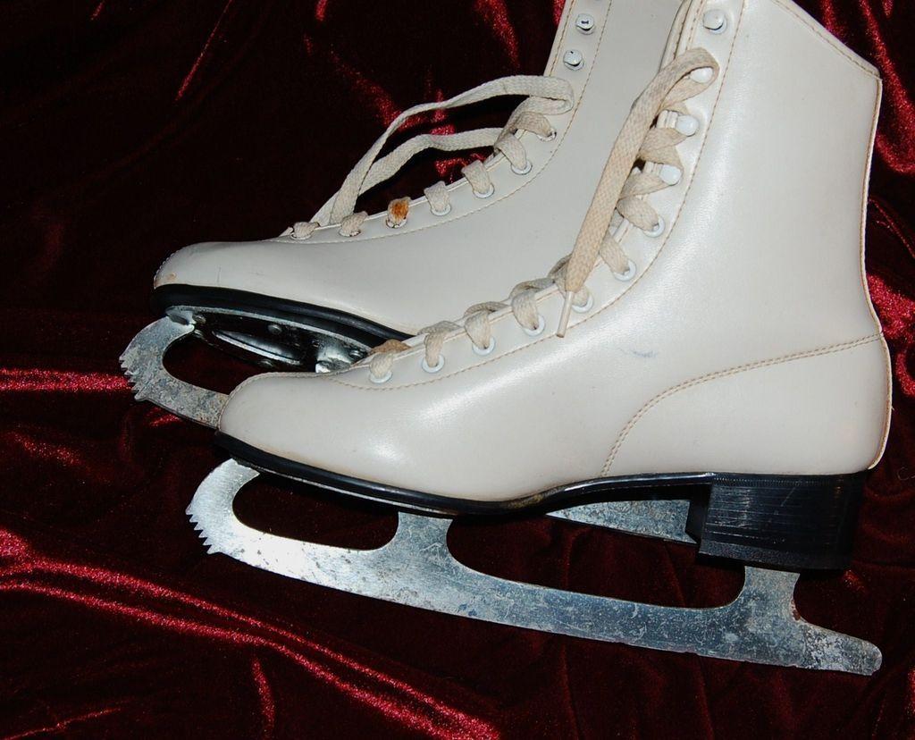 b2b1bc5649595 1960/70s Aerflyte ~ Faux White Leather Ice Skates   Nostalgia ...