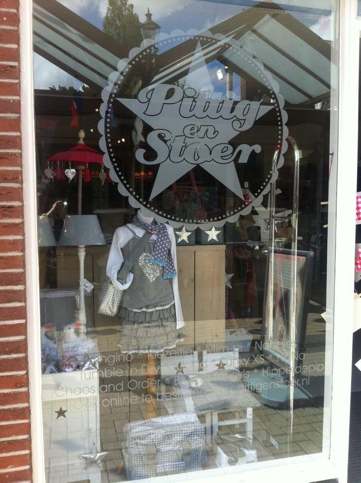 Shop window, vitrine, Pittig en Stoer, Beverwijk, Netherlands.