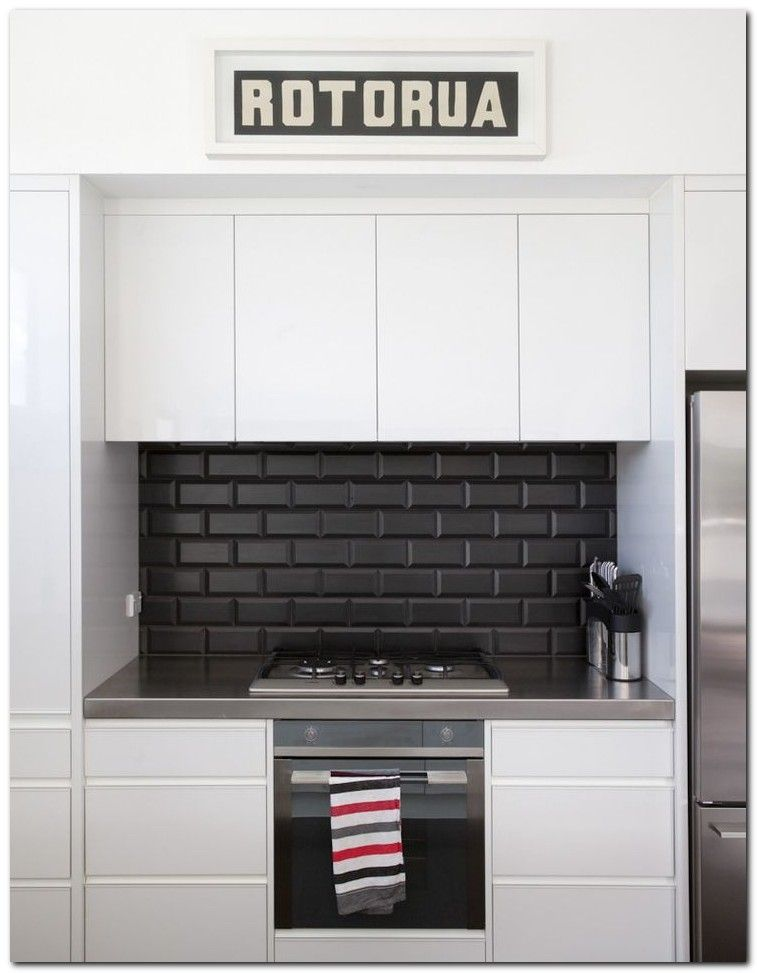 50 Simple And Beautiful Kitchen Tile Decoration Ideas The Urban Interior Kitchen Splashback Kitchen Splashback Tiles Kitchen Tiles Design