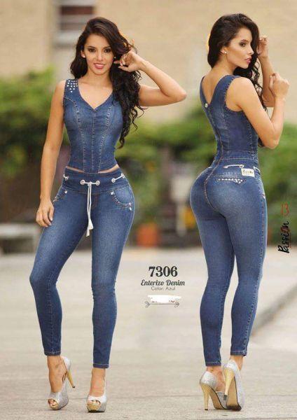 7c55276e66 Macacão Jeans Colombiano Passión Modela e Levanta BumBum Material 95% Jeans