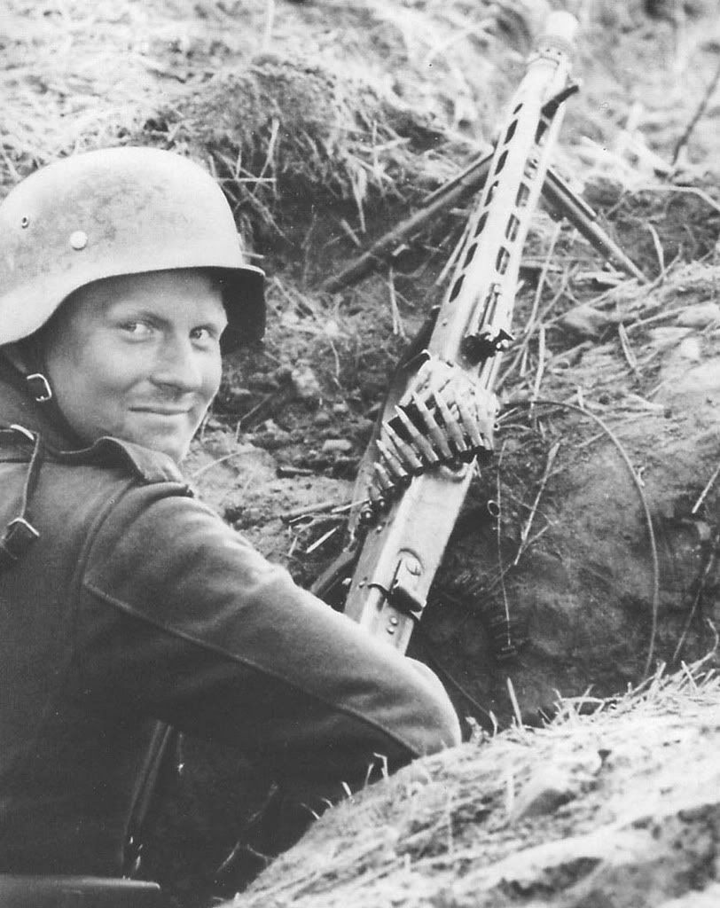 MG42 gunner | German army, Military history, Military photos