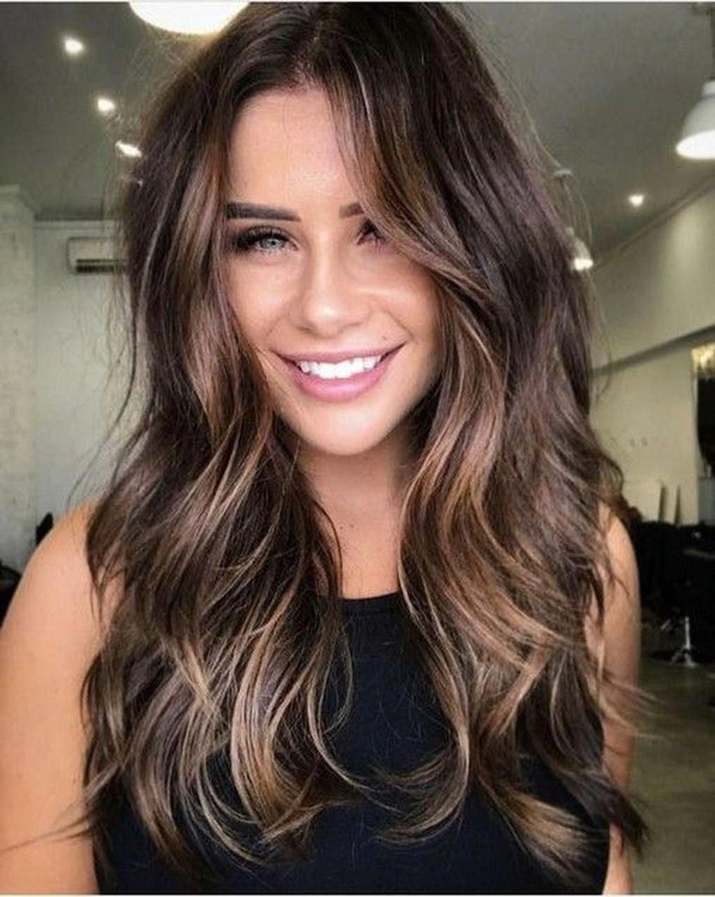 Awesome 49 Unique Dark Brown Hair Color Highlights Ideas Brownhairwithhighlights In 2020 Frisuren Schulterlang Balayage Frisur Haarfarben