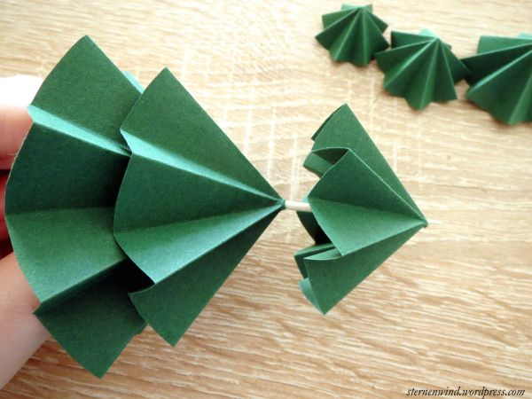 diy tannenb umchen aus papier falten fr belstern basteln papier papier falten und. Black Bedroom Furniture Sets. Home Design Ideas
