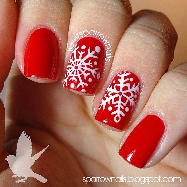 Nail Art Noël vernis rouge motifs flocons blancs