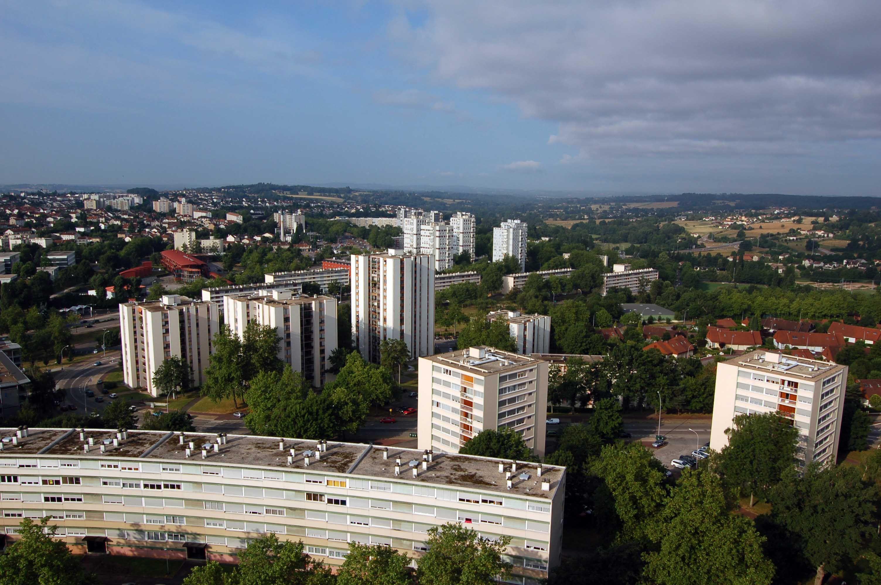 Zone à Urbaniser en Priorité (ZUP) - Landouge est un quartier de Limoges (87 - Haute-Vienne) situé à l'écart du centre-ville, à l'ouest.
