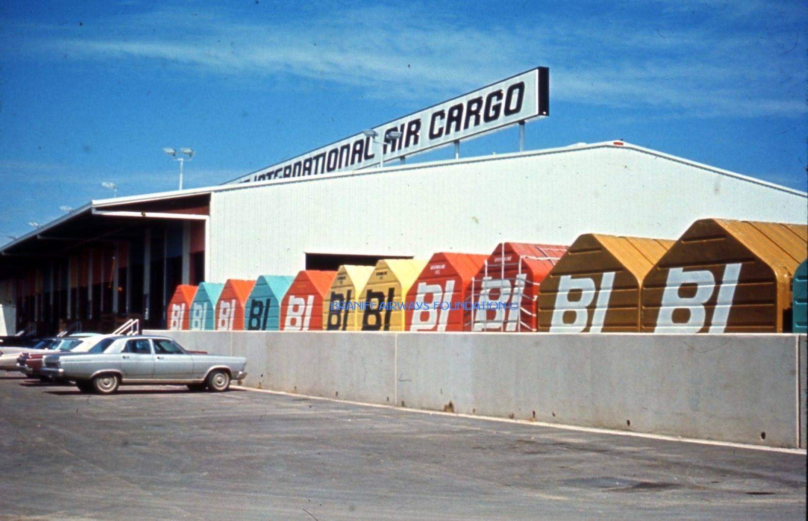 3 car garage .. Holmby Hills, California Mansiones