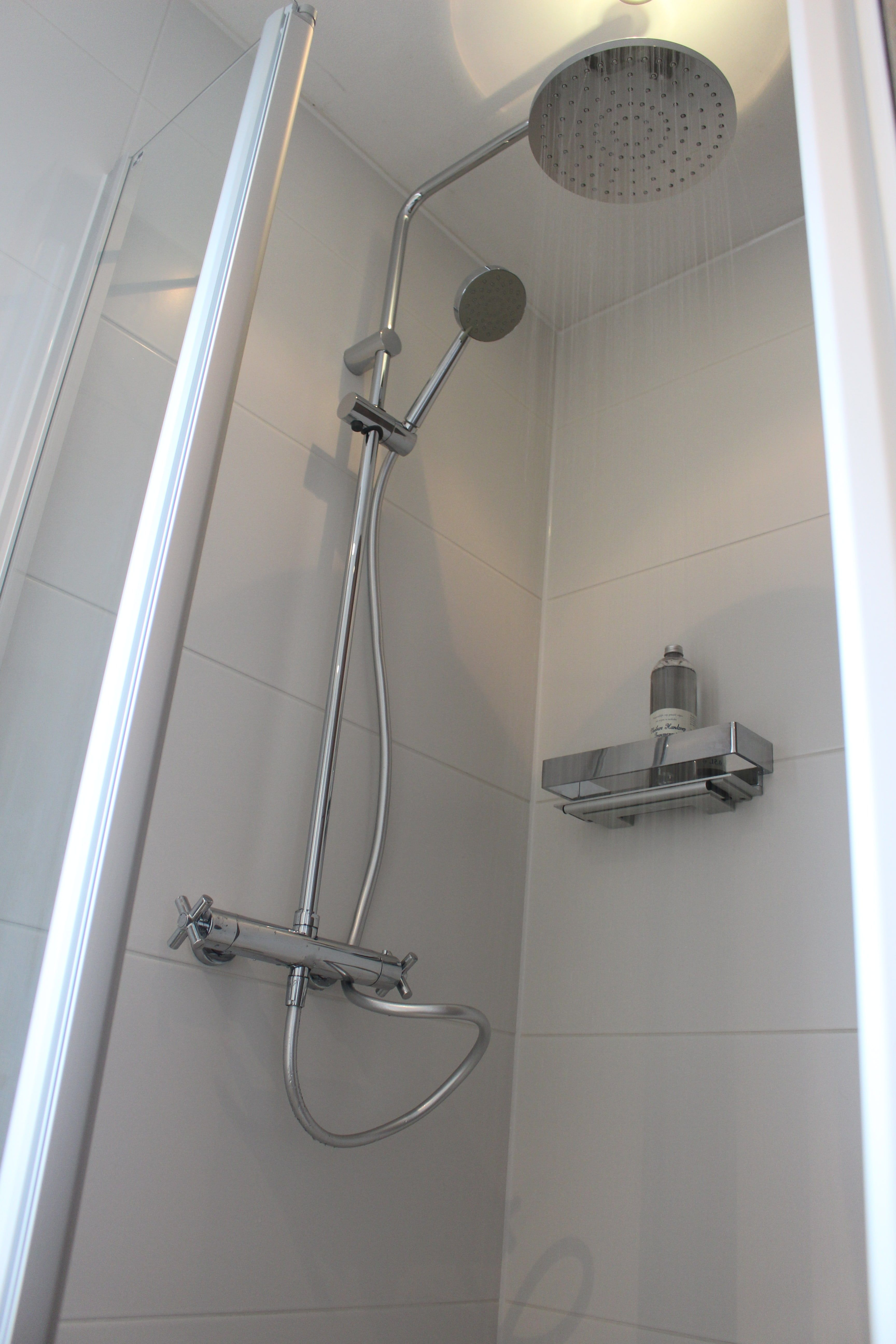 Moderne Regendouche Set Met Strakke Kruisgrepen Badkamer