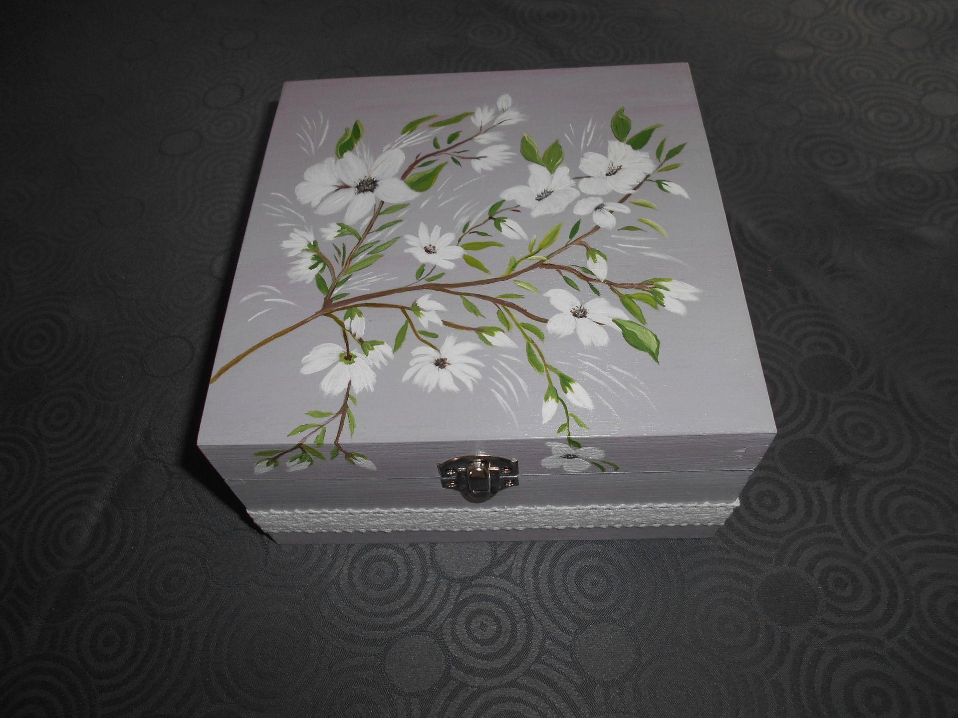 Boîtes bijoux en bois carré pour décoration ou découpage