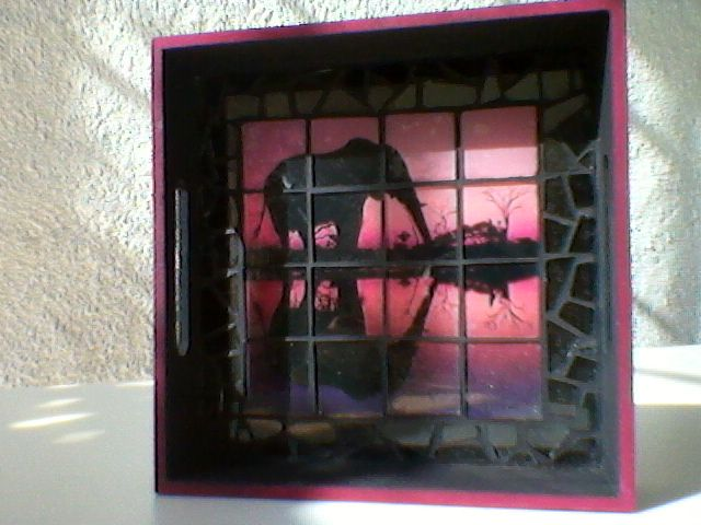 Fuente de MDF decorada mosaico con vidrio.Por Vane.