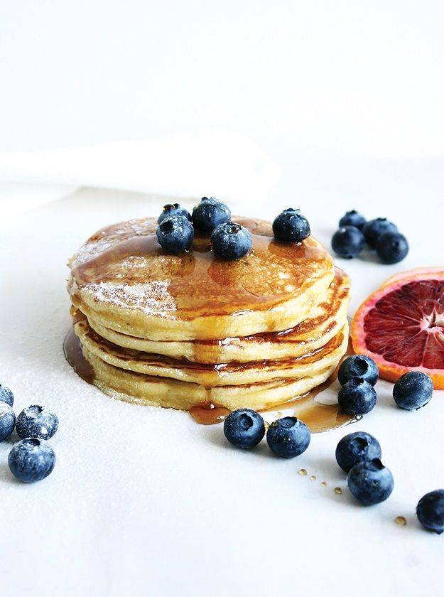 fluffige buttermilk pancakes rezept lieblingsgerichte pinterest pfannkuchen buttermilch. Black Bedroom Furniture Sets. Home Design Ideas