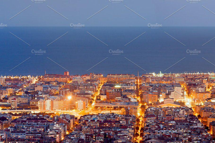 Barcelona Panorama At Night In 2020 Panorama Paris Skyline Skyline