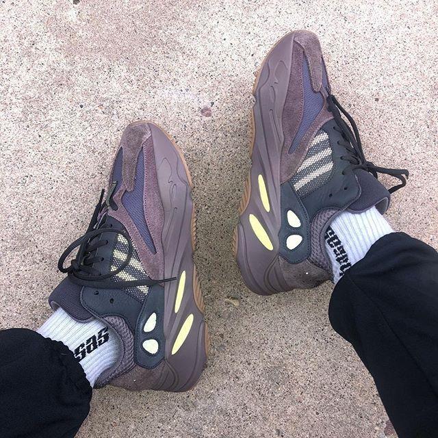 yeezy 700 mauve green laces