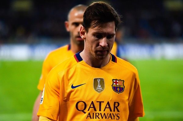 Lionel Messi of FC Barcelona looks dejected as he leaves the pitch at the end of the La Liga match between Real Sociedad de Futbol and FC Barcelona at Estadio Anoeta on April 9, 2016 in San Sebastian