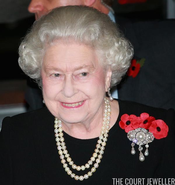 The Top Ten Queen Elizabeth Ii S Pearl Brooches The Court Jeweller Queen Elizabeth Her Majesty The Queen Elizabeth Ii