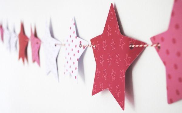 Glanz papier sternen muster rot wei girlande dekoideen for Fensterdeko weihnachten basteln papier