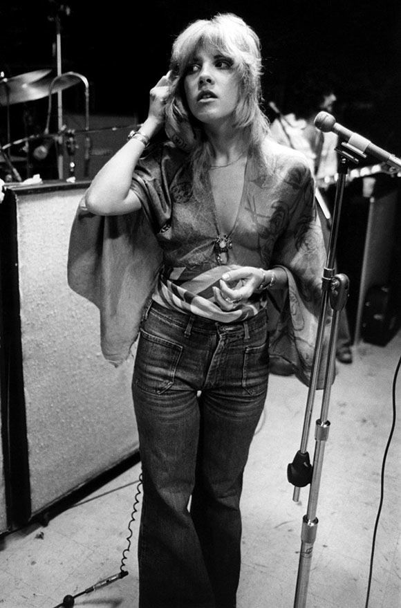 Ok guys, let's talk about Stevie Nicks. There's many elements to understanding this woman. There's her music indivisually, Fleetwood Mac,...